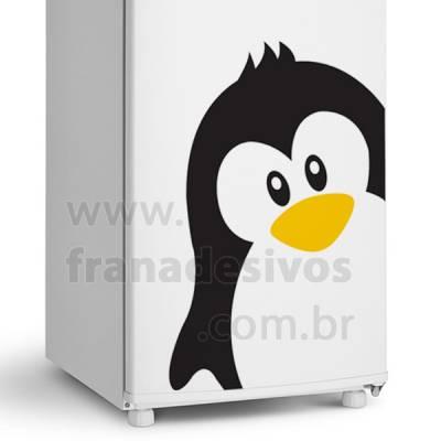 Adesivo de Geladeira Pinguim de Moicano Com Filhote e Borboletas