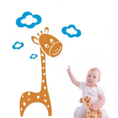 Adesivo de Parede Infantil Girafinha e Nuvens