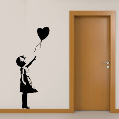 Adesivo de Parede Menina com Balão em Formato de Coração