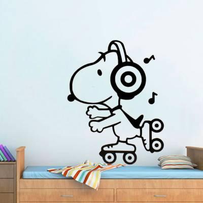 Adesivo De Parede Snoopy Patinando