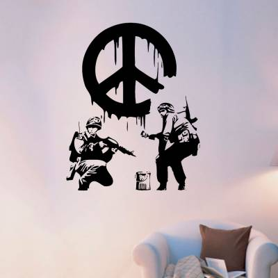 Adesivo De Parede Soldados Pintando O Simbolo Da Paz