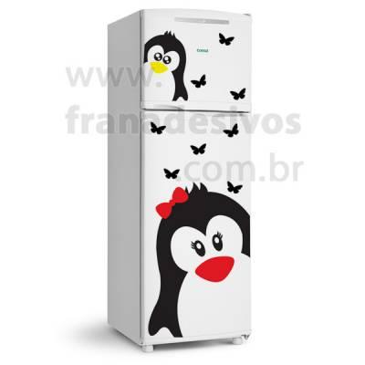 Adesivo de Geladeira Pinguim de Lacinho Com Filhote e Borboletas