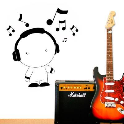 Adesivo de Parede Infantil Menino Escutando Música